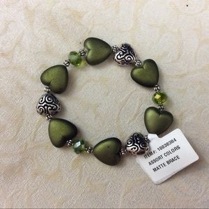 Jewelry - ❤️3/$15 Green Gold or Silver Hearts  Bracelet